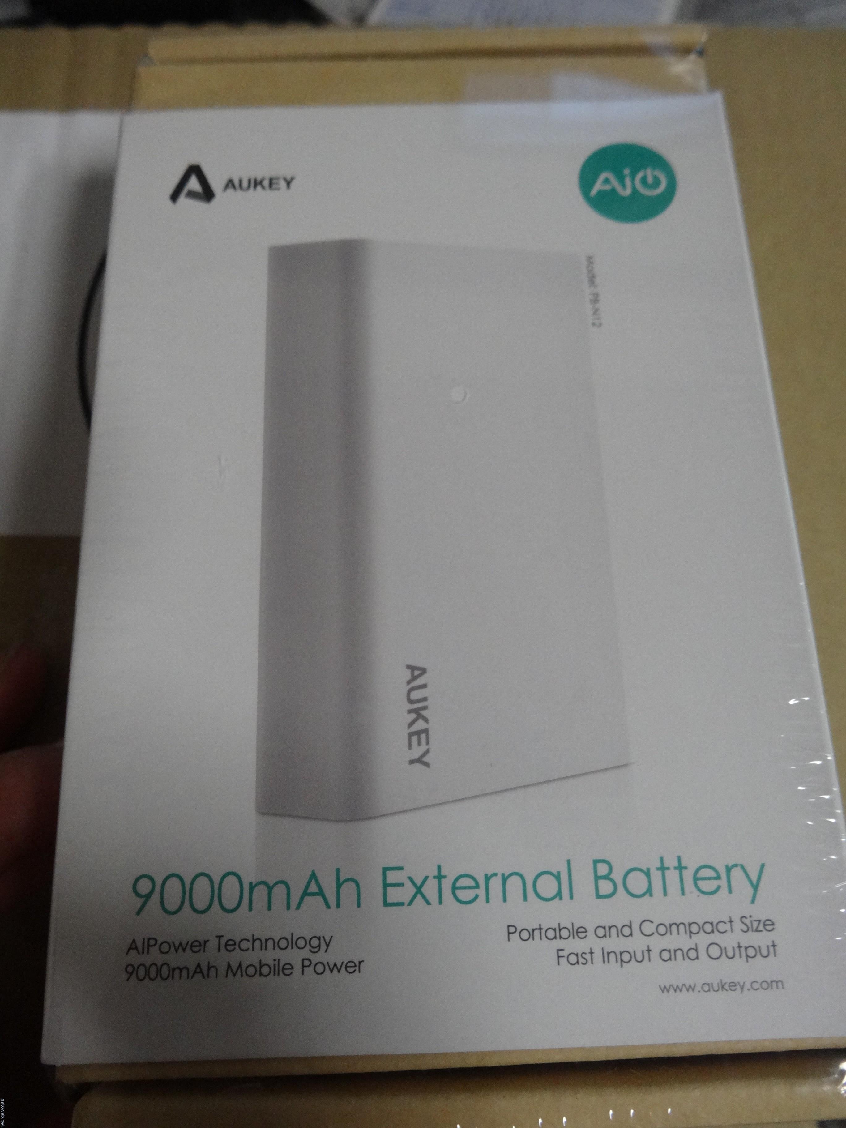 「Aukey 9000mAh大容量モバイルバッテリー PB-N12」フォトレビュー