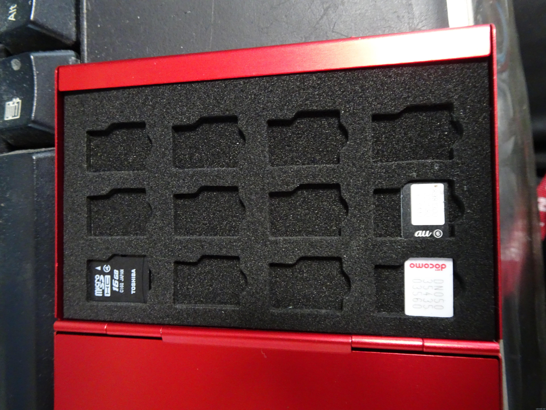 SIMを持ち運んでいたケースがダメになってきたので、SIMケースを買ってみた。
