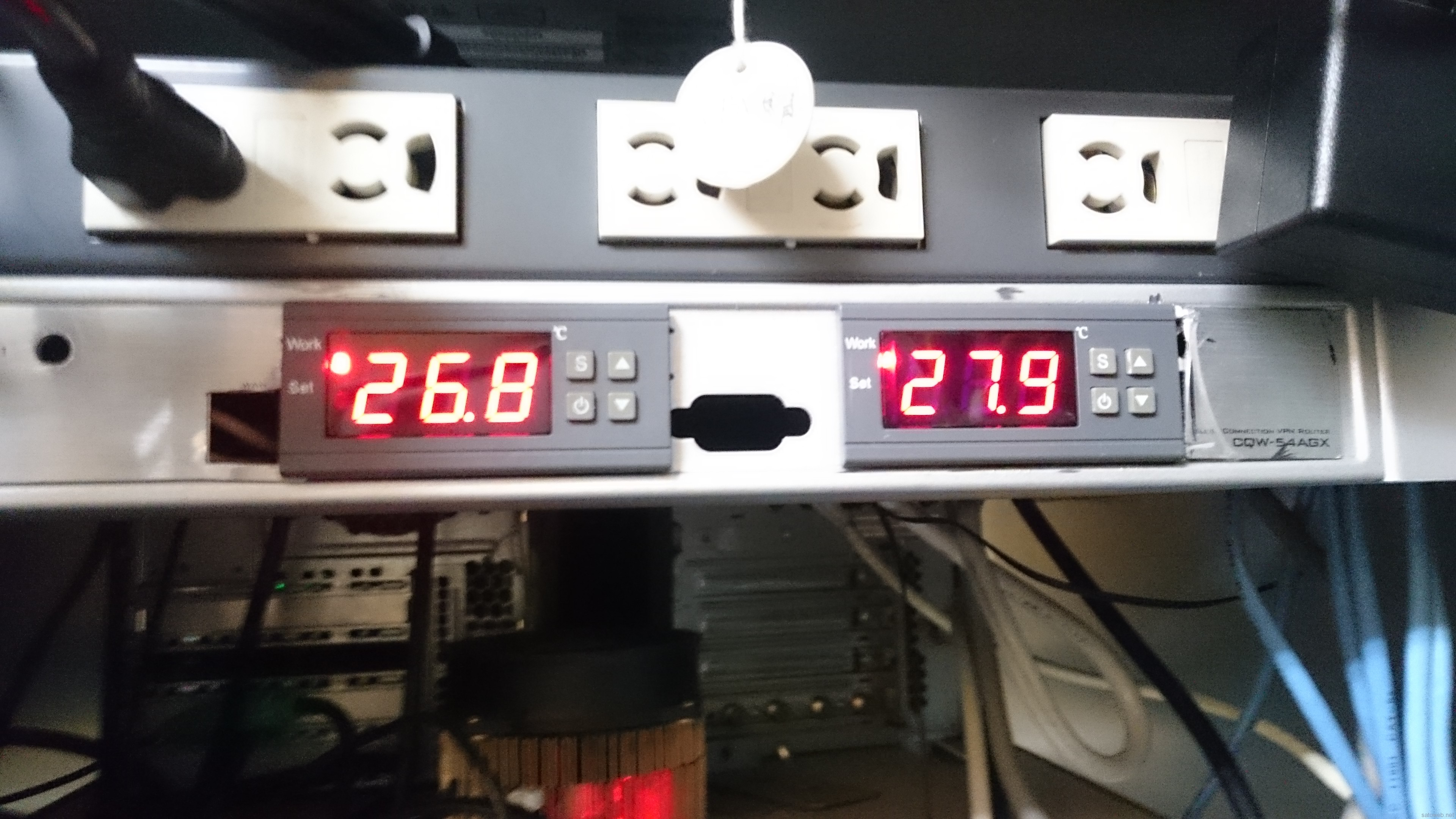 1Uラックマウント、温度センサーユニット作ってみた。